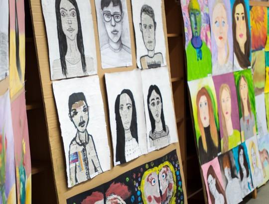 Absolventi, výstava výtvarníkov v Bánovciach nad Bebravou